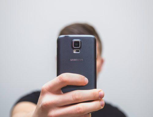 I selfie pericolosi degli adolescenti